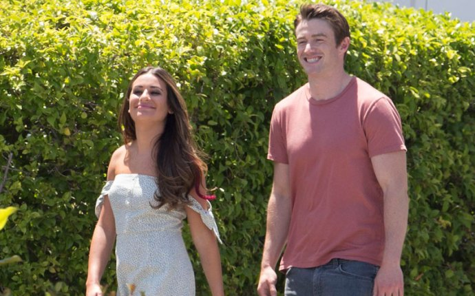 lea michele robert buckley dimension 404 holding hands pics
