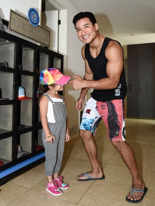 Mario-Lopez-with-Daughter-Gia-at-House-of-Shroom-by-Mellow-Mushroom-Booth-at-Kia-Beach-House-(c)-Dan-Steinberg