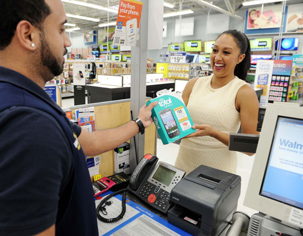 Tamera Mowry Spotted Browsing New Total Wireless Plans and Devices at Walmart