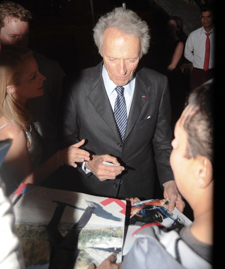 EXCLUSIVE: Clint Eastwood spotted giving autographs after having dinner at Il Piccolo in West Hollywood, CA