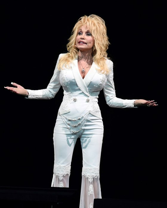 Dolly Parton still putting on an amazing performing live in Florida