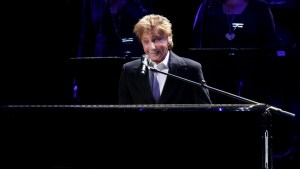 barry manilow losing voice health