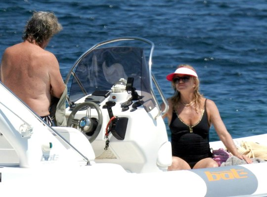 Goldie Hawn & Kurt Russell Go 'Overboard' thumbnail