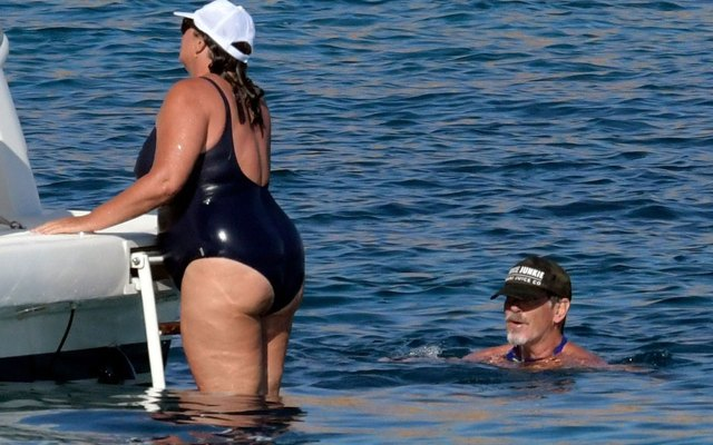 pierce brosnan wife beach keely photos