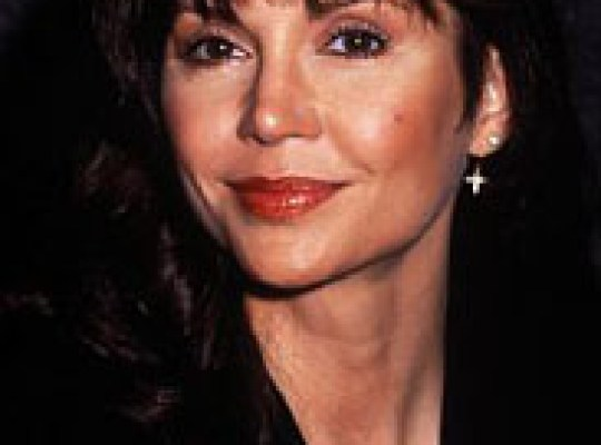 VICTORIA PRINCIPAL DUMPS DOCTOR HUBBY AFTER 21 YEARS thumbnail