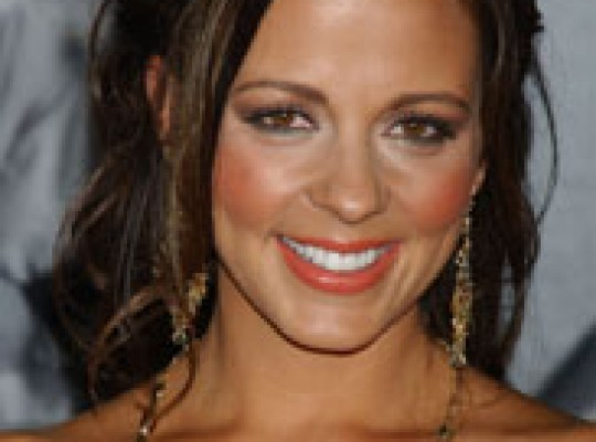 COUNTRY STAR SARA EVANS EXPLAINS ABRUPT STARS EXIT thumbnail