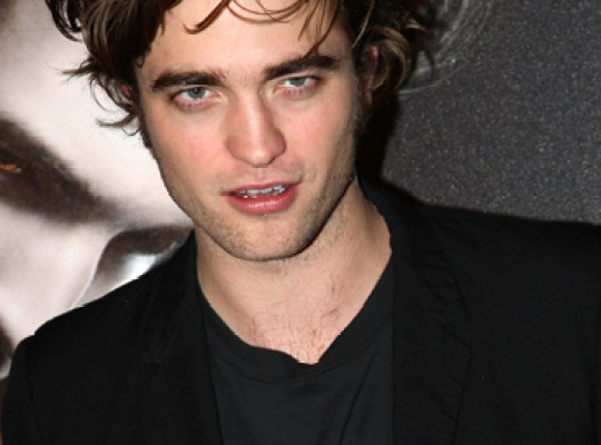 TWILIGHT VAMP ROBERT PATTINSON SCARED TO DEATH thumbnail