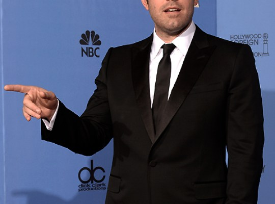 BEN AFFLECK BREAKS CHECKOUT LOGJAM WITH STARTLING SWIPE! thumbnail