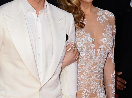 """CRITICIZE MY THIGHS?!"" J.LO RIPS NOT-SO-SMART TOYBOY CASPER thumbnail"