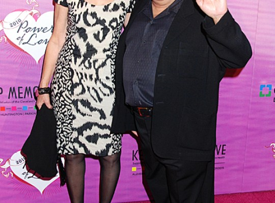 DANNY DE VITO & RHEA PERLMAN TO RE-WED? thumbnail