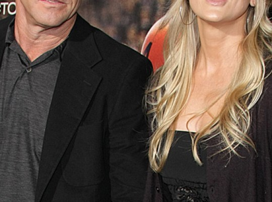 IT'S OVER! DENNIS QUAID'S WIFE FILES FOR DIVORCE thumbnail
