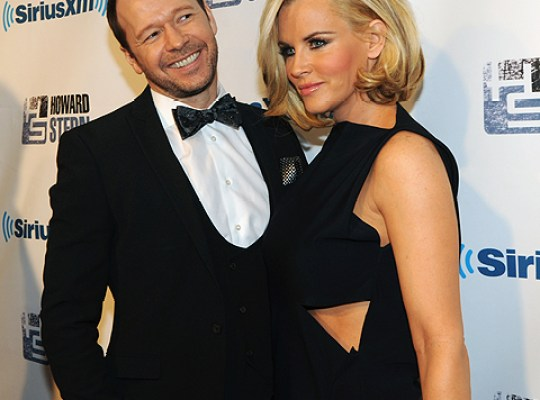 JENNY McCARTHY & DONNIE WAHLBERG ENGAGED thumbnail