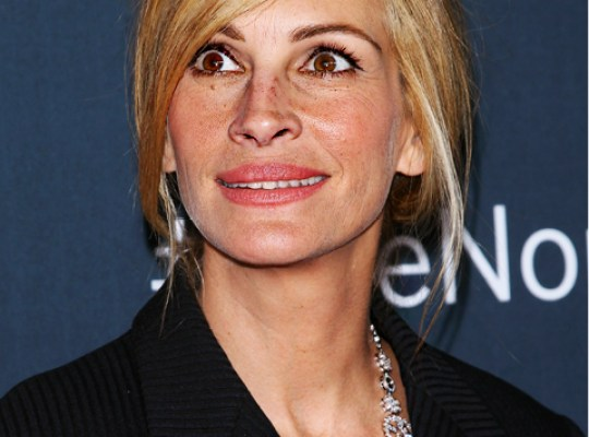 EXCLUSIVE! JULIA ROBERTS' FINAL INSULT TO TRAGIC SISTER thumbnail