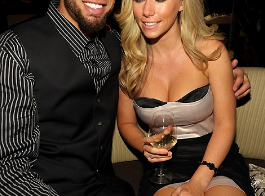 Exclusive! Kendra Wilkinson Betrayed — Hubby Hank Baskett Cheated On Her With A Transsexual! thumbnail