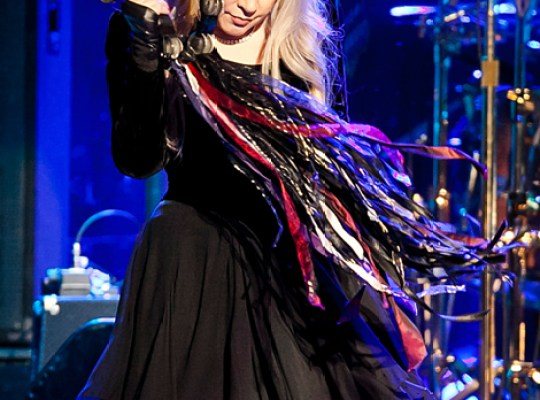 IS IT TRUE WHAT THEY'RE SAYING ABOUT STEVIE NICKS?! thumbnail