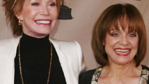 On-The-Mend Valerie Harper Tells Mary Tyler Moore: You Can Do It, Too! thumbnail