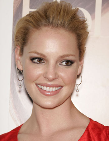 Katherine Heigl plays Izzie Stevens