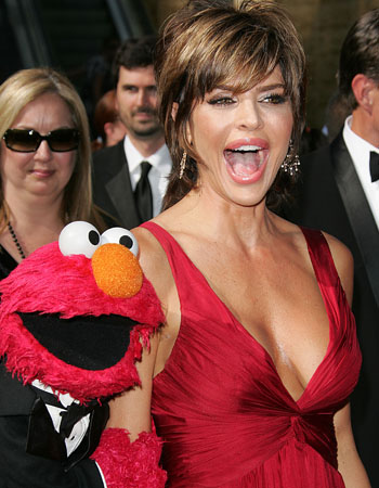 ELMO and LISA RINNA on the red carpet at the 34th Annual Daytime Emmy Awards
