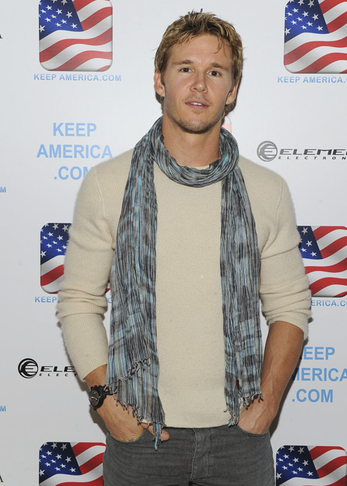 <I>True Blood</i>'s Ryan Kwanten at the KeepAmerica.com/Vinatta Project dinner.