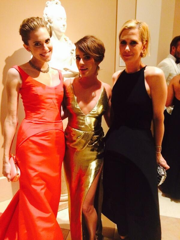 Allison Williams, Lea Michele & Kristen Wiig