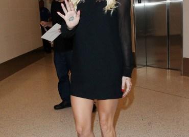 Kesha arriving at the Los Angeles International Airport