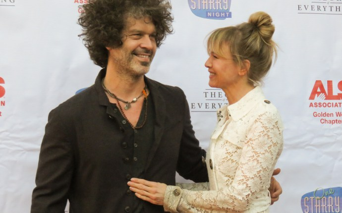 INF   Renee Zellweger & BF Doyle Bramhall Attend 'One Starry Night' Gala