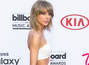 Taylor Swift, Zendaya, Hailee Steinfeld, Lily Aldridge, and Martha Hunt attent the 2015 Billboard Music Awards