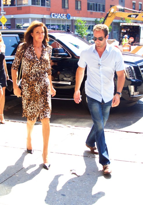 Caitlyn Jenner stays close to her bodyguard during her NYC trip. (Photo: Alberto Reyes/INFphoto.com)