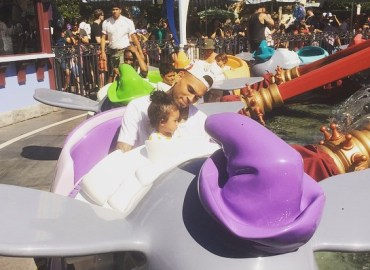 Chris brown takes daughter to disneyland
