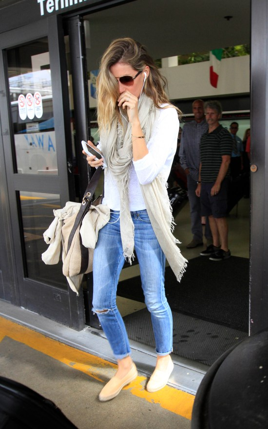 Supermodel, Gisele Bündchen lets her normally blonde hair grow out to show her lightbrownlocks.