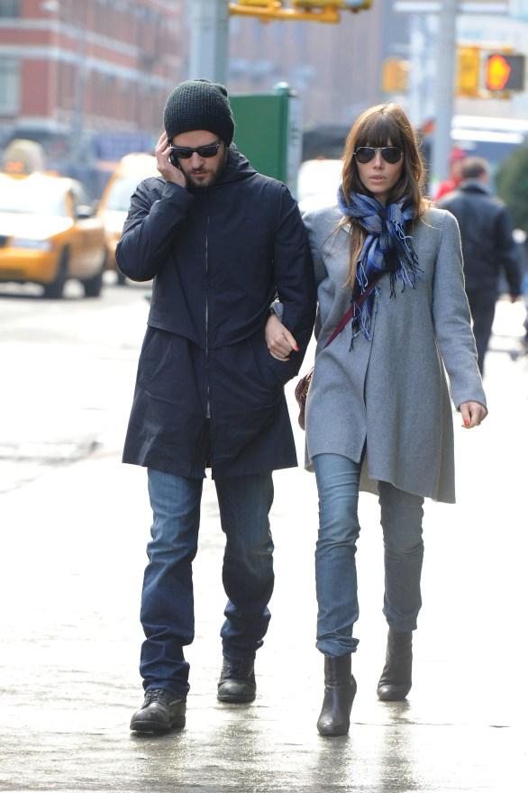 Newlyweds Jessica Biel and Justin Timberlake stroll throughTribeca
