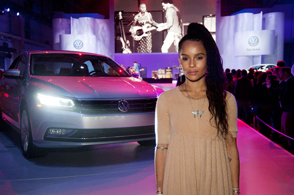 Zoe-Kravitz-cheers-on-dad-Lenny-Kravitz-during-his-performance-at-the-New-2016-Volkswagen-Passat-Launch6
