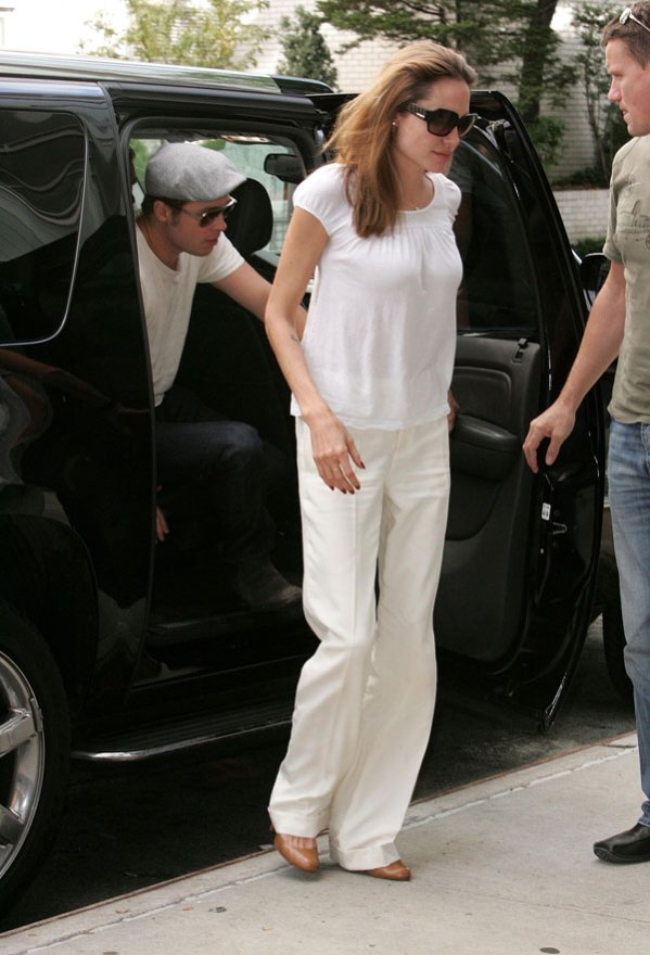 angelina-jolie-body-changing-photos-5