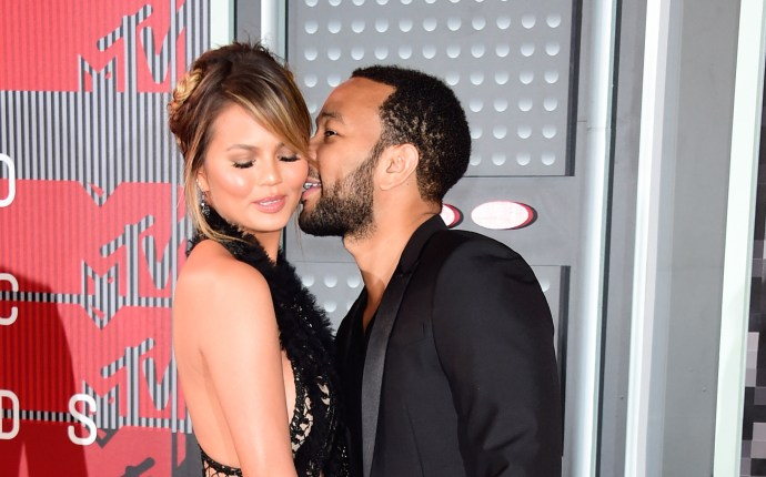 chrissy-teigen-pregnancy-announcement-john-legend