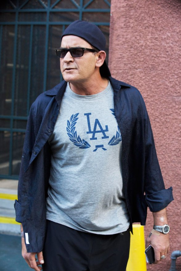 charlie-sheen-hiv-positive-actor-had-sex-last-week-without-disclosing-status-partner-05