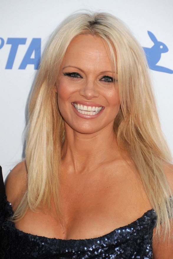 pamela-anderson-nude-photo-celebrates-cured-hepatitis-c-006
