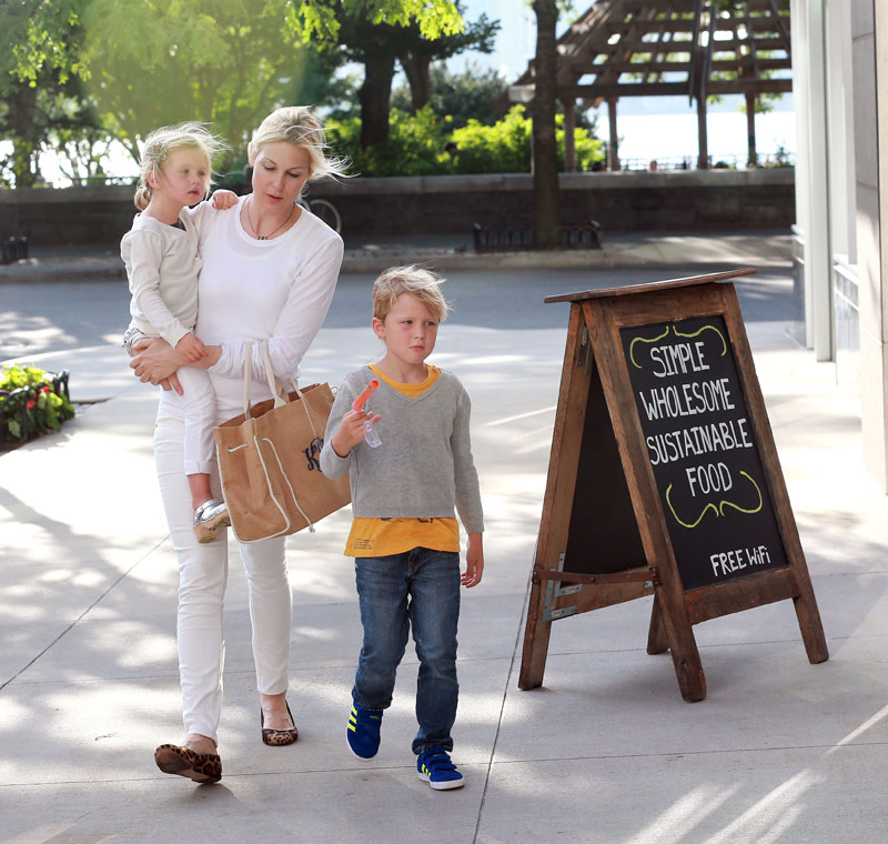 kelly-rutherford-loses-custody-kids-judge-fears-abduction-07