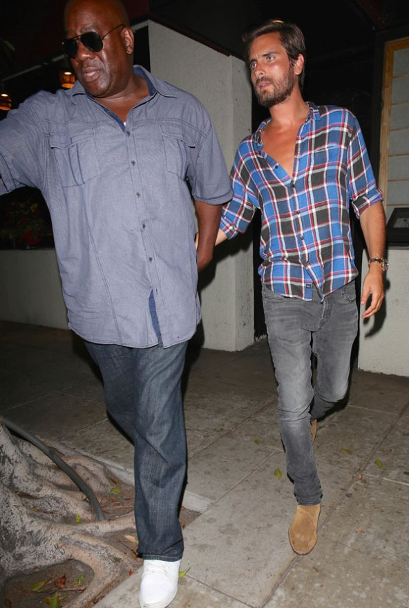 scott-disick-rehab-party-new-uyears-eve-kourtney-kardashian-11