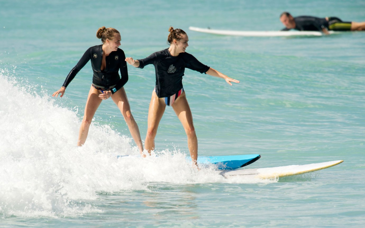 *PREMIUM EXCLUSIVE* Cara Delevingne and Suki Waterhouse take to the water for a surfing lesson **USA ONLY** **NO WEB** **MUST CALLFORPRICING**