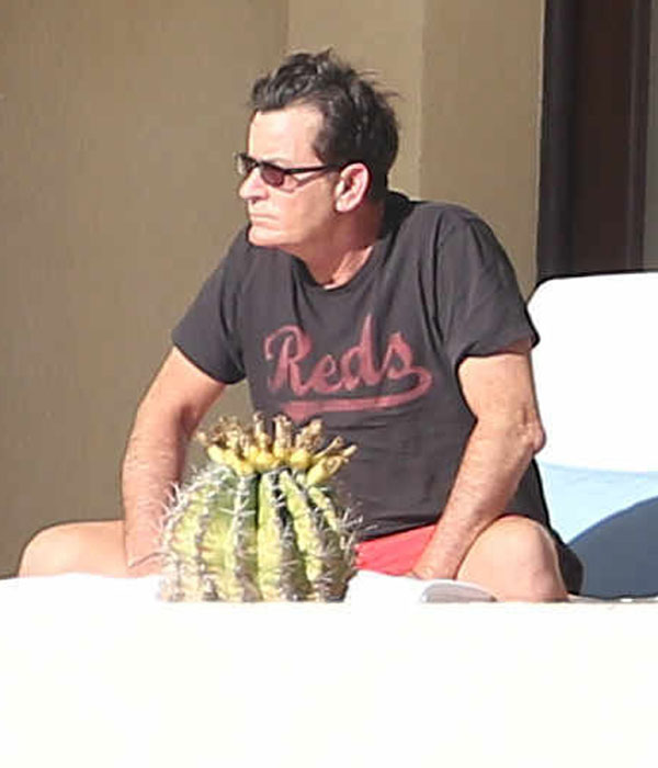charlie-sheen-hiv-mexico-vacation-01