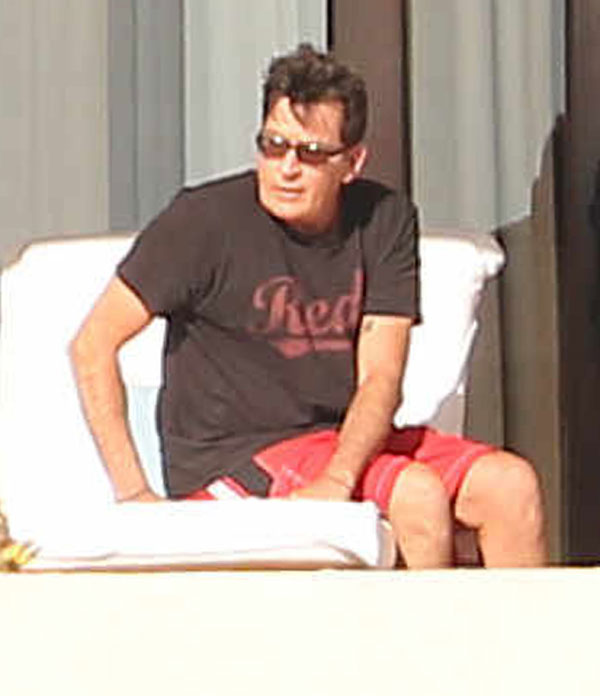 charlie-sheen-hiv-mexico-vacation-02