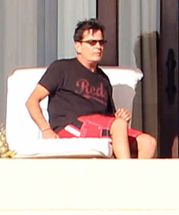 charlie-sheen-hiv-mexico-vacation-03
