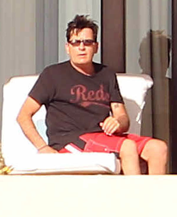 charlie-sheen-hiv-mexico-vacation-04