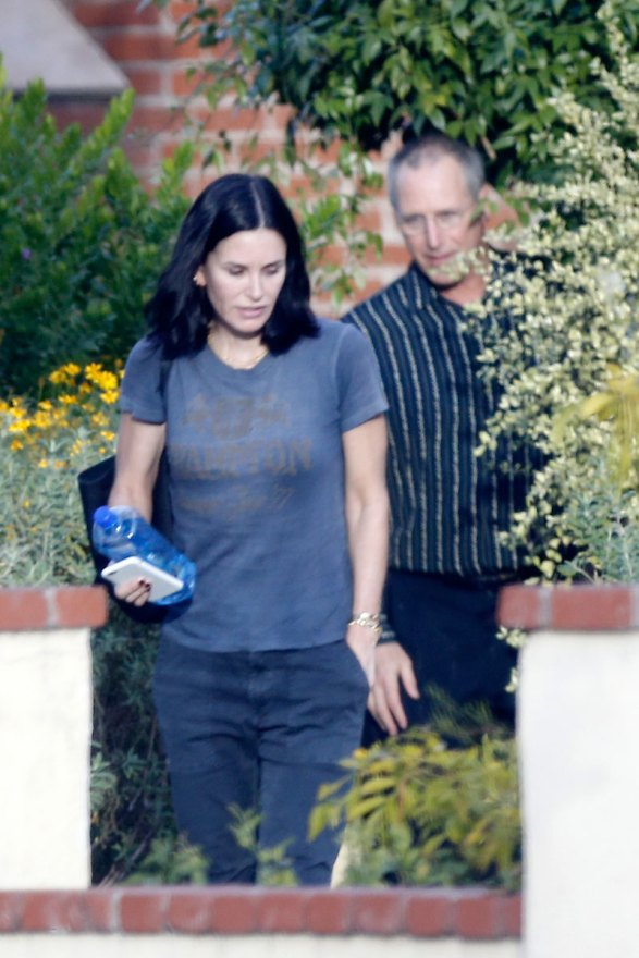 courteney-cox-photos-actress-visits-mystery-man-breakup-fiance-02