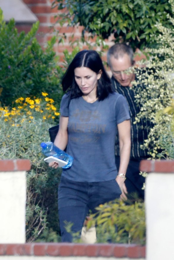 courteney-cox-photos-actress-visits-mystery-man-breakup-fiance-03