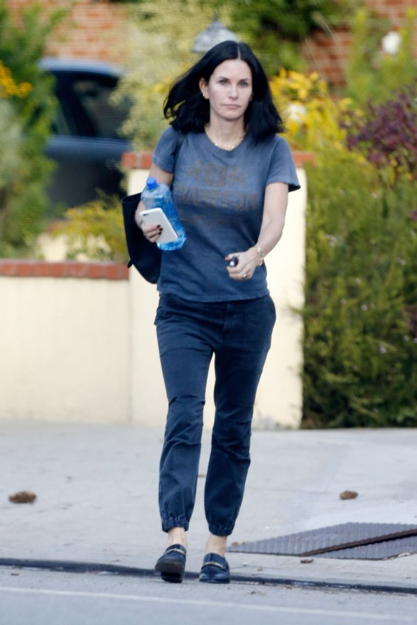 courteney-cox-photos-actress-visits-mystery-man-breakup-fiance-05
