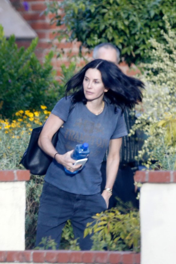 courteney-cox-photos-actress-visits-mystery-man-breakup-fiance-06