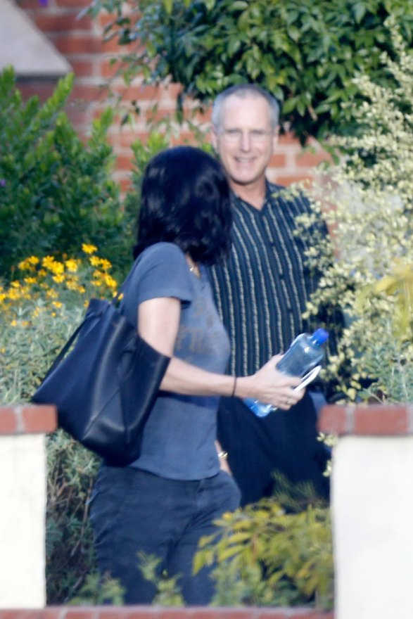 courteney-cox-photos-actress-visits-mystery-man-breakup-fiance-07