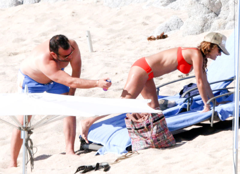 giada-de-laurentiis-bikini-boyfriend-shirtless-mexico-03