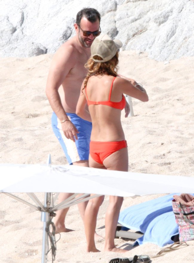 giada-de-laurentiis-bikini-boyfriend-shirtless-mexico-06